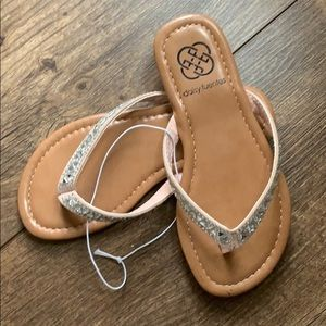 Daisy Fuentes Shoes - Girls 11 sandal new